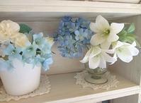 青いコーナーアレンジメント - handmade flower maya