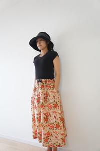 とっても派手な花柄の生地でギャザーたっぷりスカート - ハンドメイドで親子お揃い服 omusubi-five(オムスビファイブ)