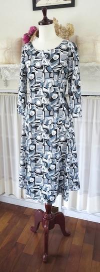 布でこんなにも変わる…ワンピース『夏のシャロン』 - いつかリリアン・ギッシュのように…手作りお洋服のあとりえ便り