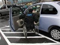 障害者用駐車場に車いす写真 マナー違反割合、半減 伊勢崎のスーパー - なんじゃろ集 福岡