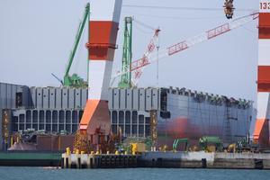今治造船 丸亀事業本部 20,000TEUコンテナ船建造状況 - 造船・船舶の画像2