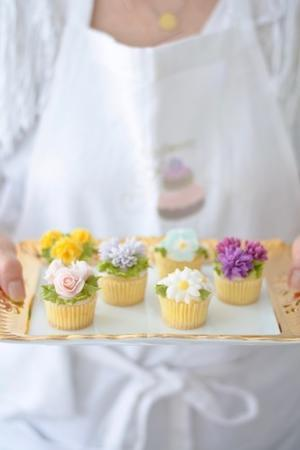 小さな小さなフラワーカップケーキ - Misako's Sweets Blog アイシングクッキー 教室 シュガークラフト教室 フランス菓子教室 お菓子 教室