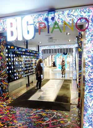 FAOシュワルツで名物だった『ビッグ・ピアノ』がMacy'sで復活!!! - ニューヨークの遊び方