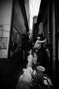 駅前路地で #01 - Yoshi-A の写真の楽しみ