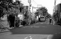 土手道の線路沿い - そぞろ歩きの記憶