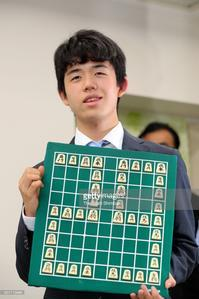 Shogi prodigy Sota Fujii wins record 29th straight match - そろそろ笑顔かな
