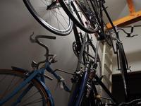 狭い自転車部屋 - おもいでは自転車とともに