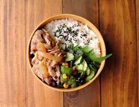 7/4(火)豚の生姜焼き弁当 - おひとりさまの食卓plus