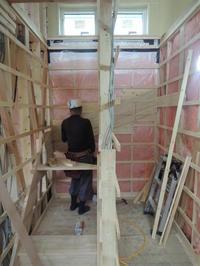 「通じる家/岡崎」階段設置 - KANO空感設計のあすまい空感日記