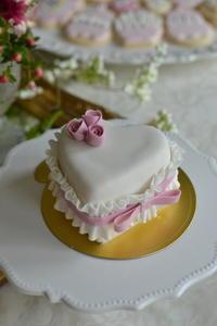 ピンクハートケーキ - Something Sweet