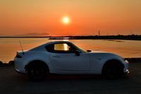 夕陽とロードスターRF - やぁやぁ。