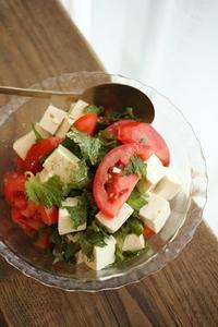 ブラックソルトでトマトサラダ - はぐくむキッチン