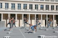 ダンサーチームの撮影に入ってきたのは・・・ - パリときどきバブー  from Paris France