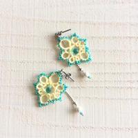 黄色と青のピアス。〜タティングレースのピアスに元気がなくなったら?〜 - 『 紙とえんぴつ。』 kamacosan. 糸とビーズのアクセサリー