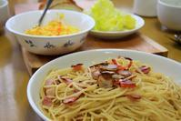 赤唐辛子のペペロンチーノとシェーブルのバゲットにエッグスプレッド - ぶん屋の抽斗