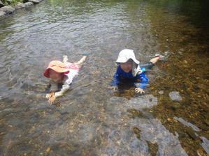 おやこクラス川遊びとベンガラ染めワークショップのご案内 -