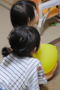 黄色い風船 / X-T2 + XF35mmF1.4 R - minamiazabu de 散歩 with FUJIFILM