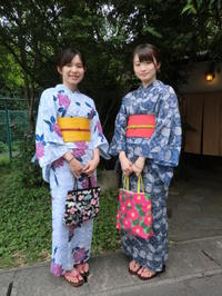 レトロな浴衣、バラとイチョウの柄。 - 京都嵐山 着物レンタル&着付け「遊月」