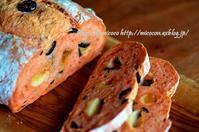 トマトのカンパとカックカク食 - 森の中でパンを楽しむ
