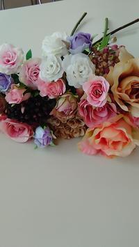 花材の仕分け作業 - La Pousse(ラプス) フラワーアレンジメント教室