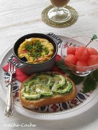 ストウブで夏野菜オムレツと、ゴーヤチーズトースト、すいかのワンプレート♪ - Cache-Cache+