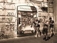 Napoli 路地裏アート - 岩月澄子-時の欠片を拾い集めて・・・
