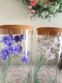 すみれのガラス瓶アレンジ - handmade flower maya