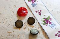 ミラノでの戦利品18~小さな街の手芸店で買ったボタンとリボン~ - ビーズ・フェルト刺繍作家PieniSieniのブログ