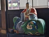 萬福寺・大雄宝殿の隠元禅師騎獅像 - たんぶーらんの戯言