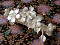 艶消し銀色の桜のバレッタ -  Der Liebling ~蚤の市フリークの雑貨手帖2冊目~