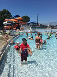 快晴夏日はグランマも引き連れて外プールで弾ける! - くもりのち雨、ときど~き晴れ Seattle Life 3