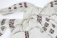 ウクライナ刺繍ワンピ、入荷しました。 - 佐々木洋品店のブログ