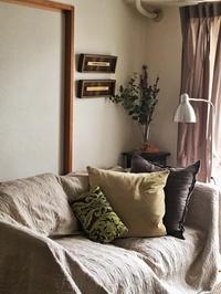 アートのある暮らし ソファの後ろのアートの飾り方 - ふつうに素敵な暮らしづくり