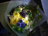 ダンスの発表会に出演する中学生の女性へ。「黄色~ブルー系」。2017/07/15。 - 札幌 花屋 meLL flowers
