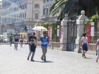 """""""イタリアおとこ、と日傘♪"""" - ROMA -旅写ライターKasumi@在ローマがつづる。ローマの最新!あれこれ♪"""