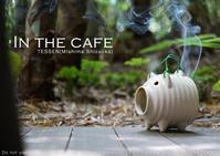 写真映えする蚊遣り豚は煙が勝負。だから、激しい動きでなくてもシャッター3回。 - 東京女子フォトレッスンサロン『ラ・フォト自由が丘』-写真とフォントとデザインと-