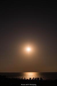 落日を待つ人たち - 風景とマラソンと読書について語るときに僕の撮ること