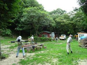 雨が降っていても作業は続く・・・孝子の森  by  (TATE-misaki) - 「みさき里山クラブ」(孝子の森)のホームページ