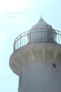 灯台のある海辺 - 一瞬をみつめて