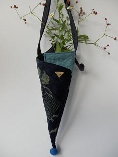 涼し気な野草を一輪挿しに - 古布工房 小手毬