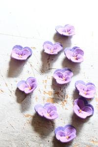 フェルトのビオラをいっぱい作ってみました - ビーズ・フェルト刺繍作家PieniSieniのブログ