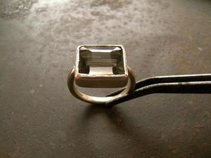 スキャポライト リング - 石と銀の装身具