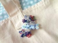 布とフエルトのコサージュ - handmade flower maya