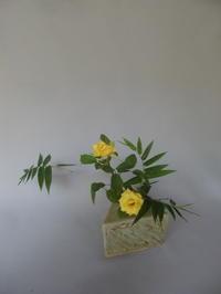 竹とミニバラの小品花、そして、花火 - 活花生活(2)