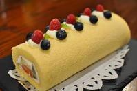 フルーツたっぷりのロールケーキ♪ - ひつじのパン日記