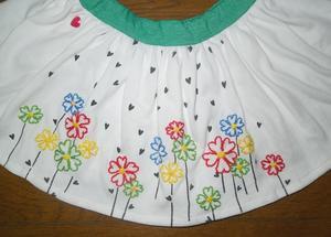 324.花柄ししゅうのスカート -