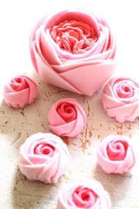 シートフェルトでバラをいろいろ作ってみました~ - ビーズ・フェルト刺繍作家PieniSieniのブログ
