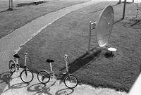 2台の自転車と「みんな元気になる絵本」 - 照片画廊
