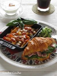 ストウブで夏野菜とペンネのチーズ焼きと、クロワッサンサンドの朝食♪ - Cache-Cache+