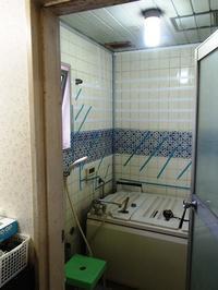 鉄筋コンクリート造マンションの浴室壁タイル浮き補修工事 - 快適!! 奥沢リフォームなび